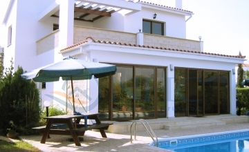 SEA FRONT VILLA 3 Bedrooms